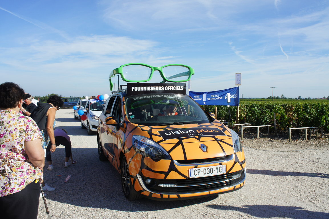 Following Vehicles Medoc Marathon 2014